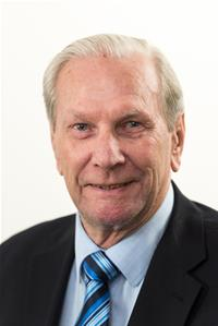 Profile image for Councillor Roland Dibbs